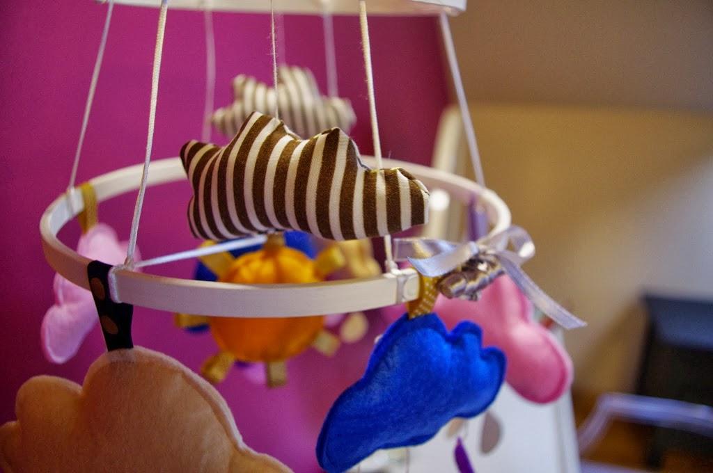 DIY – pochmurna karuzela nad łóżeczko