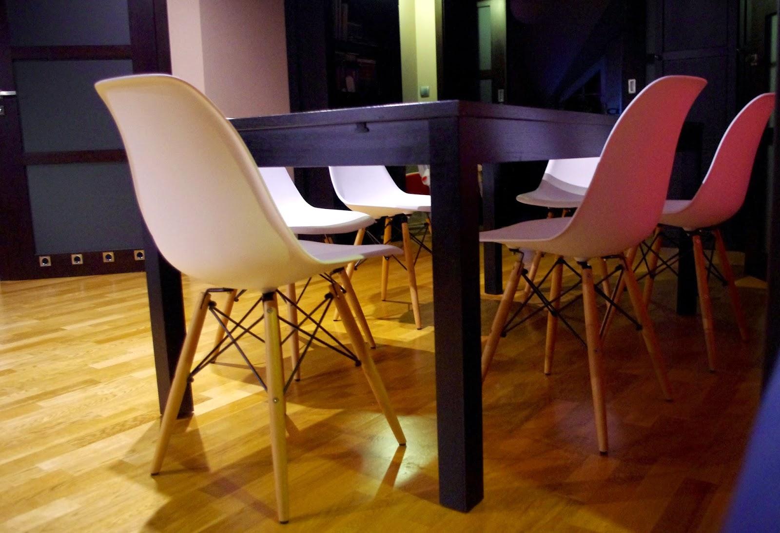 Krzesła Eames i zmiany w jadalni
