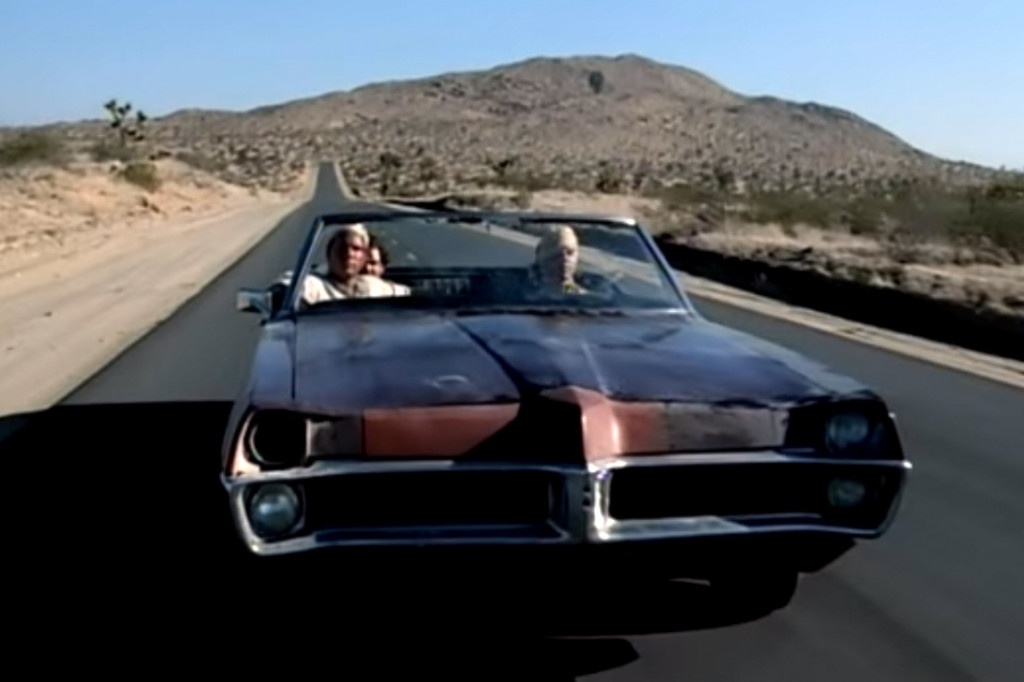 Red Hot Chili Peppers - Scar Tissue [Official Music Video] - YouTube - Google Chrome 2016-01-25 230512.bmp