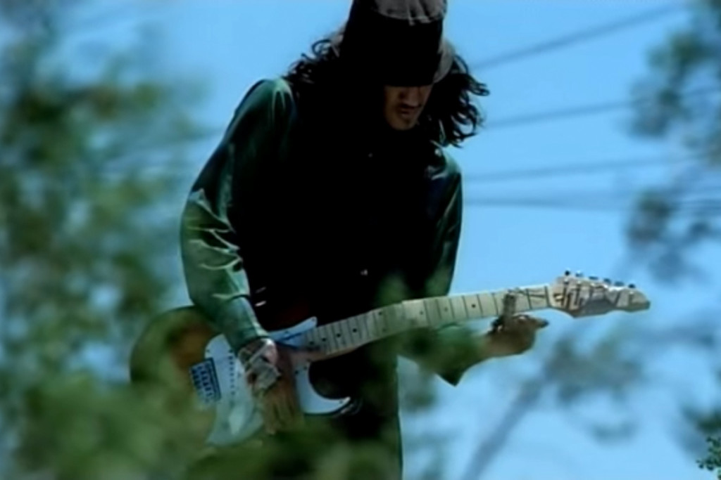 Red Hot Chili Peppers - Scar Tissue [Official Music Video] - YouTube - Google Chrome 2016-01-25 230616.bmp